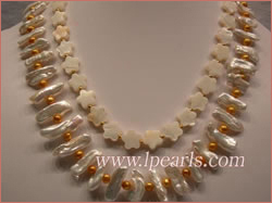 Necklace made of biwa jewelry pearls & flower shell beads