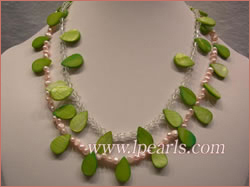 Necklace made of freshwater jewelry pearls & crystal beads with