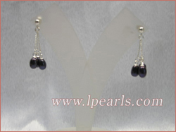 dangling earrings made of freshwater pearls