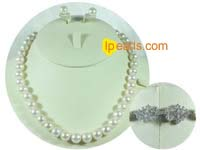 10-11mm white round freshwater pearl set